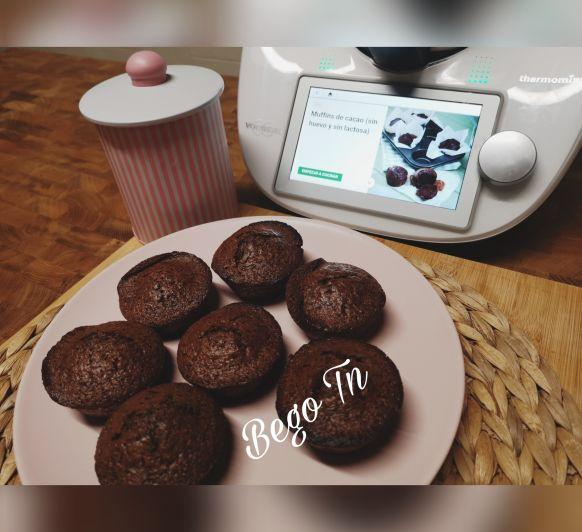 Muffins de cacao (sin huevo y sin lactosa) en Thermomix®
