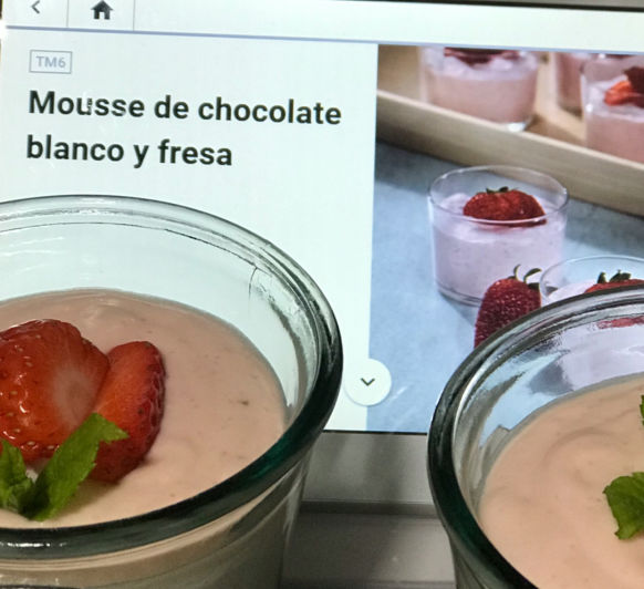Mouse de chocolate blanco con fresas