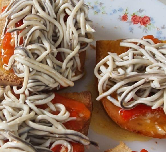 Tosta de pimientos con su pilpil y gulas con Thermomix® ; Sevilla (Dos Hermanas)