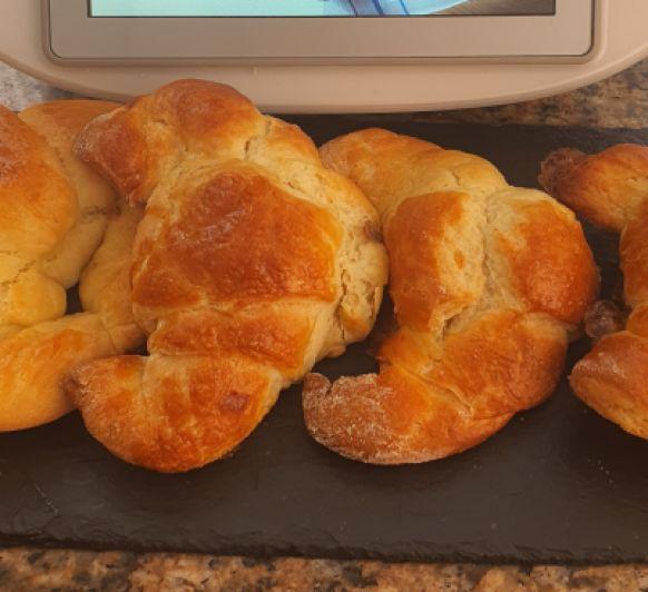 Croissant de masa brioche hojaldrada con Thermomix®