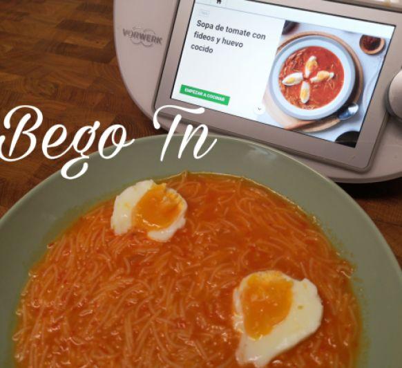 Sopa de tomate con fideos y huevo cocido en Thermomix®